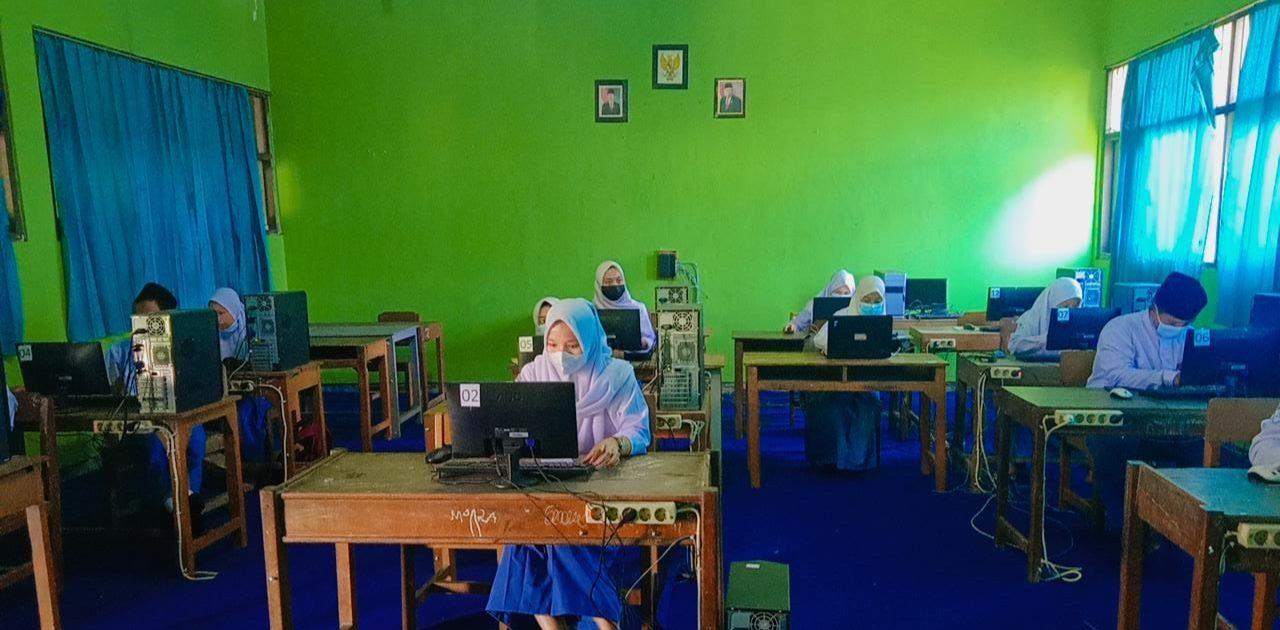 PESERTA DIDIK SMK NU TUNAS BANGSA IKUTI ANBK 2021